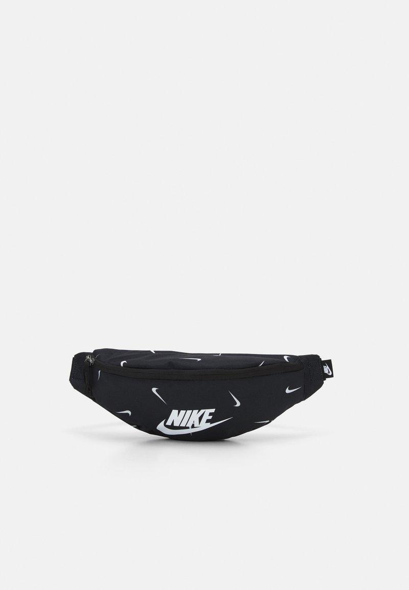 Nike Sportswear - HERITAGE HIP PACK UNISEX - Bæltetasker - black/white