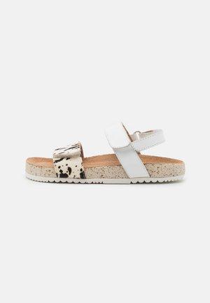 CHICOG - Sandals - blanco