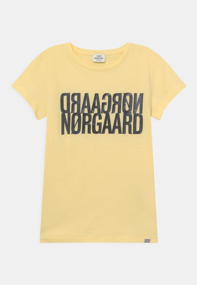 TUVINA UNISEX - Print T-shirt - pale banana