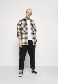 Converse - TRAIL PANT - Pantalones - black - 1