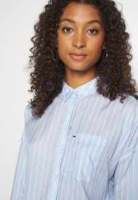 Tommy Jeans - BOLD STRIPE - Button-down blouse - white/moderate blue - 3