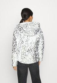 Calvin Klein Jeans - LOGO PUFFER - Winter jacket - silver - 2
