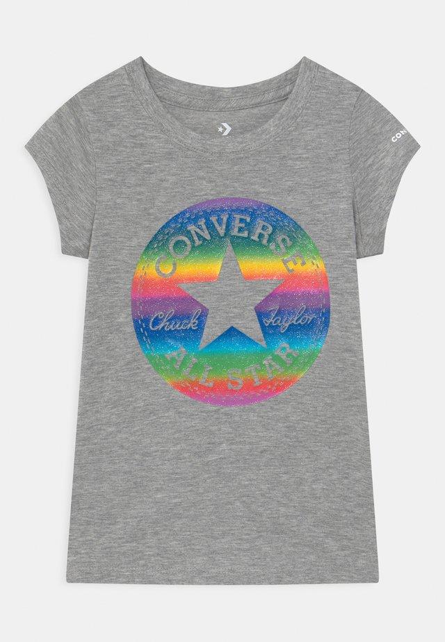 CHUCK PATCH  - Print T-shirt - grey heather