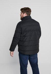 TOM TAILOR MEN PLUS - PUFFER JACKET WITH HOOD - Light jacket - black - 3