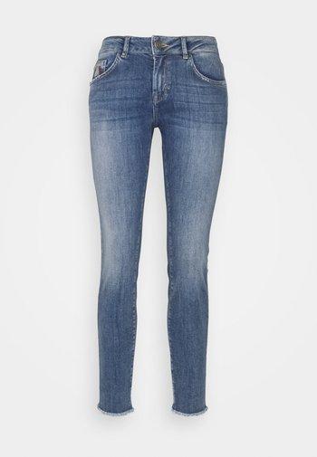 SUMNER PREMIUM - Straight leg jeans - blue