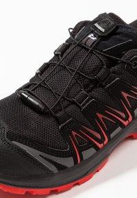 Salomon - XA PRO 3D CSWP - Chaussures de marche - black/high risk red - 2