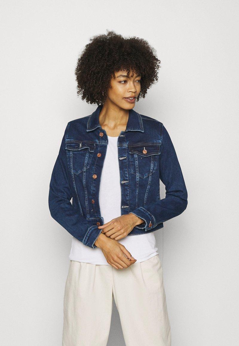 Guess - DELYA TRUCKER - Denim jacket - so chic