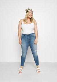 ONLY Carmakoma - CARTARA LIFE  - Jeans Skinny Fit - medium blue - 1