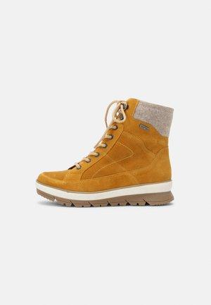 Winter boots - saffron