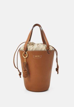 CECILIA BIG TOTE - Handbag - caramello