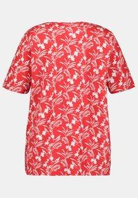Ulla Popken - Print T-shirt - salsa - 2