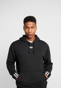 adidas Originals - HOODY - Bluza z kapturem - black - 0