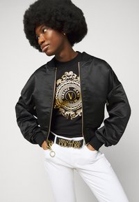 Versace Jeans Couture - TEE - Print T-shirt - black/gold - 3