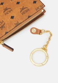 MCM - Key holder - cognac - 4