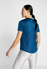 Nike Performance - MILER - Print T-shirt - valerian blue/reflective silver - 2
