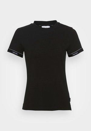 LOGO TAPE CUFF SLIM FIT - T-shirt imprimé - black
