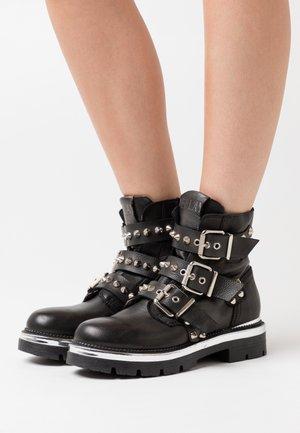 PAMELA LONNER - Cowboy/biker ankle boot - black
