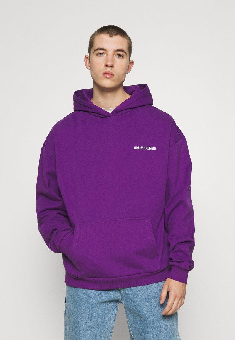 9N1M SENSE - LOGO HOODIE UNISEX - Collegepaita - purple