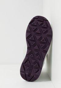 Viking - SOLLI GTX - Winter boots - eggshell/light green - 5