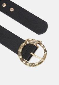 Pieces - PCSNAPZ WAIST BELT - Pásek - black/gold-coloured - 1