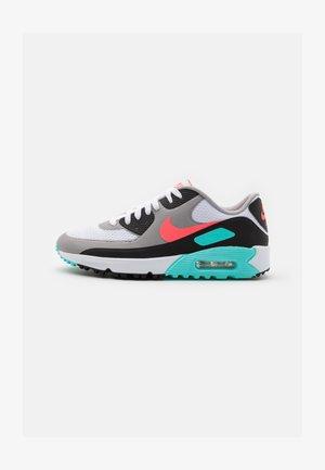 AIR MAX 90 G - Zapatos de golf - white/hot punch/black/aurora green