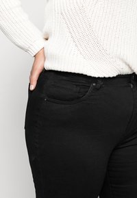 Cotton On Curve - ADRIANA - Jeans Skinny Fit - black - 4