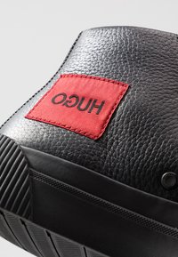 HUGO - Sneakersy wysokie - black - 5