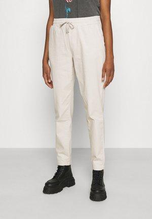 NMSWAY ANTIFIT PANTS - Pantalon classique - chateau gray