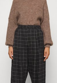 Won Hundred - BLAKELY - Sweter - brown melange - 7