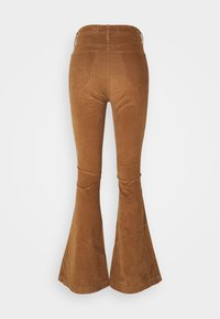 Hollister Co. - FLARE - Trousers - toasted coconut - 1
