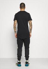 Nike Sportswear - ME PANT - Cargo trousers - black - 2