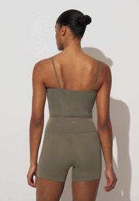OYSHO - COMFORTLUX HOT PANTS - Collants - khaki - 1