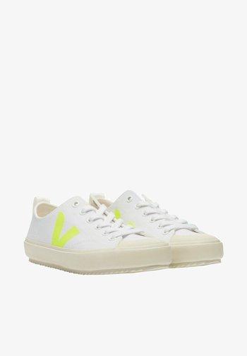Trainers - white jaune fluo