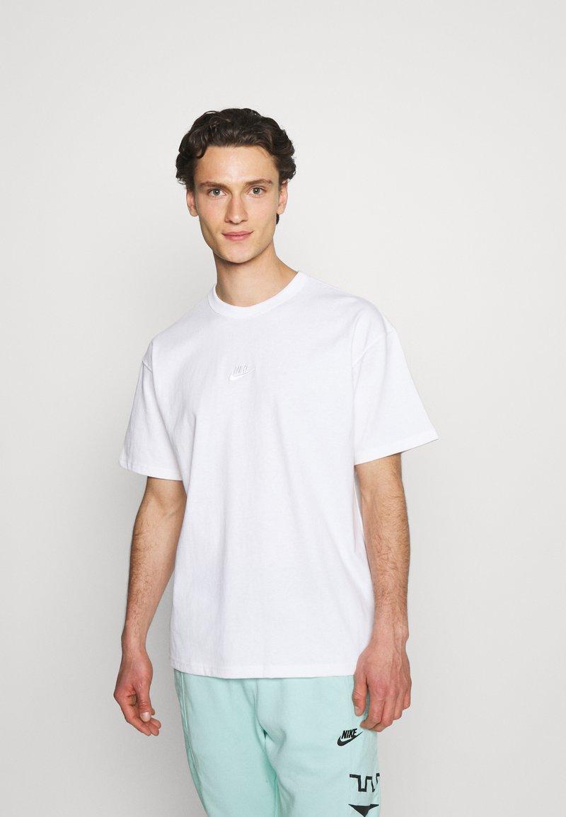 Nike Sportswear - TEE PREMIUM ESSENTIAL - T-shirt basic - white