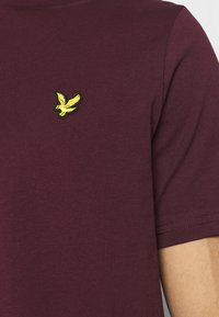 Lyle & Scott - T-shirt - bas - burgundy - 5