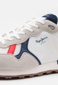 Pepe Jeans - BRITT MAN BASIC - Sneakers - white - 5