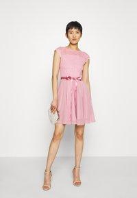 Swing - Koktejlové šaty/ šaty na párty - cherry blossom - 1