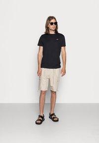 Hollister Co. - CREW CHAIN 3 PACK - Basic T-shirt - black/white/grey - 0