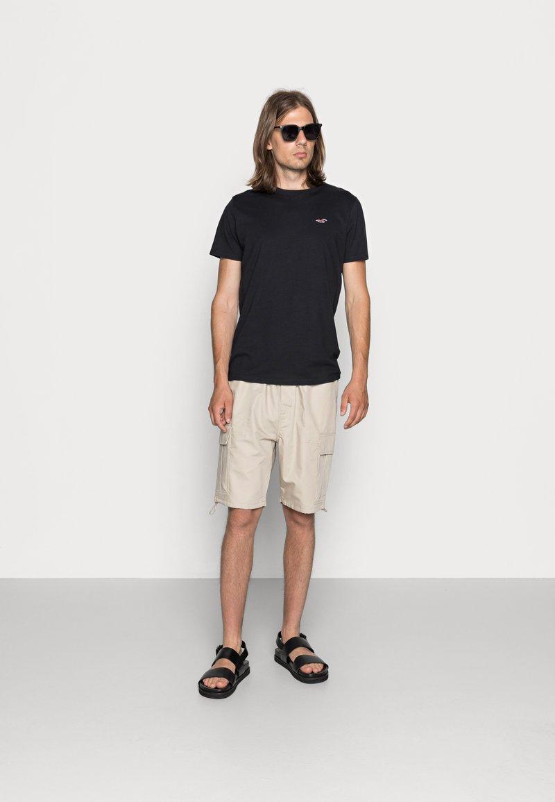 Hollister Co. - CREW CHAIN 3 PACK - Basic T-shirt - black/white/grey