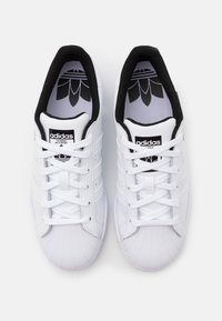 adidas Originals - SUPERSTAR SPORTS INSPIRED SHOES UNISEX - Trainers - footwear white/core black - 3