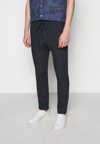 120% Lino - TROUSERS - Pantaloni - blue navy - 0
