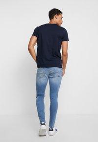 Tommy Hilfiger - CORP FRAME TEE - Print T-shirt - blue - 2