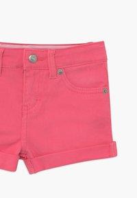 Levi's® - GIRLFRIEND - Short en jean - camellia rose - 3