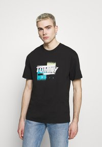 Tommy Jeans - FADED GRAPHIC TEE UNISEX - Print T-shirt - black - 0