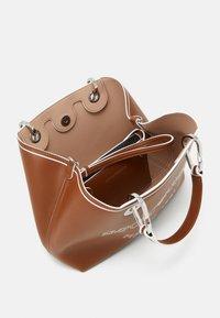 Emporio Armani - MYEA SIMILNAP LOGO SET - Handbag - tobac/lemon/white - 3
