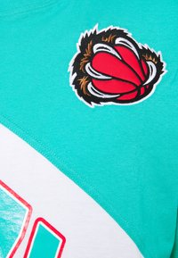 Mitchell & Ness - NBA VANCOUVER GRIZZLIES PLAY BY PLAY TEE - Club wear - green/teal/black - 2