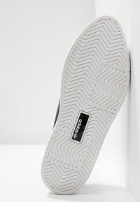 adidas Originals - SLEEK SUPER - Trainers - core black/footwear white - 6