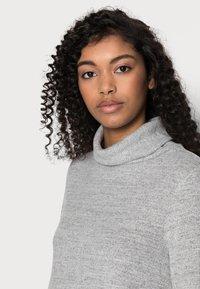 GAP Petite - TURTLENECK DRESS - Sukienka dzianinowa - light grey marle - 3