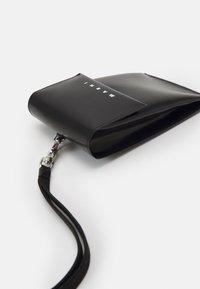 Marni - TRIBECA PHONE CASE UNISEX - Phone case - black/royal - 3