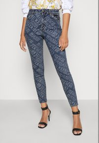 Versace Jeans Couture - Vaqueros pitillo - indigo - 0